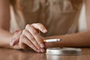 El peligro del humo del tabaco para perros y gatos