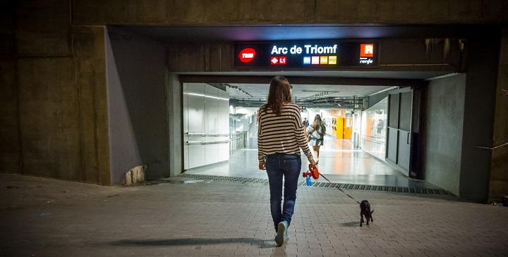 perros metro de barcelona1